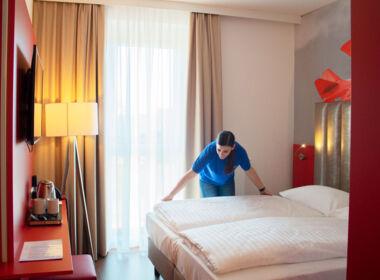 ASE Housekeeping Hotels & Reinigungsservices - Betten machen