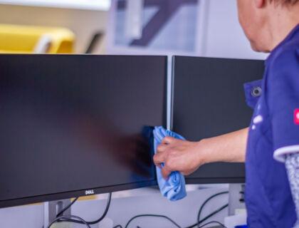 ASE Büroreinigung - Reinigungsfirma - Monitore reinigen