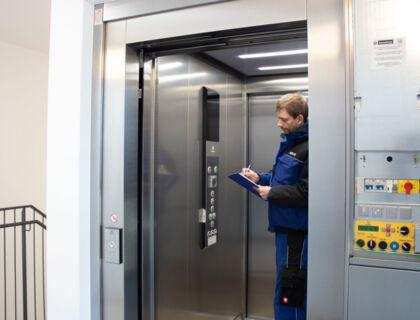 ASE Hausbetreuung - Hausmeister Service - Überprüfung von Liftanlagen