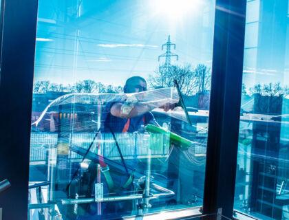 ASE äußeren Fenster putzen mit Hebebühne